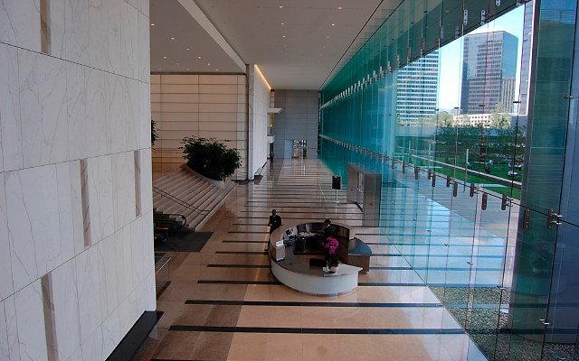 2000 AOS.Lobby.Exteriors