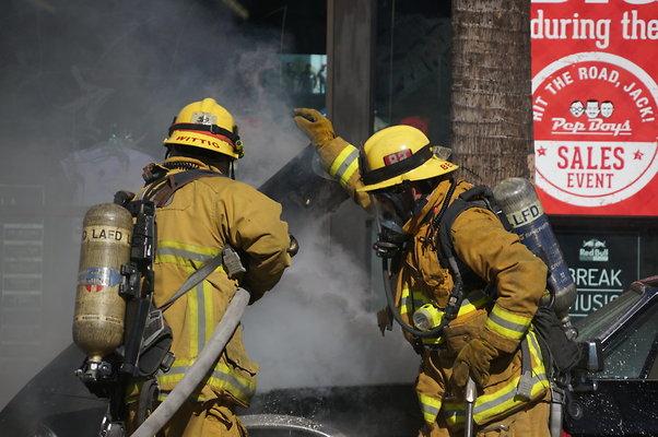 Car.Fire.Hwood.Blvd